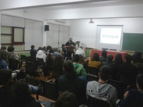 Charla de Esteban Martinena en el Instituto El Brocense